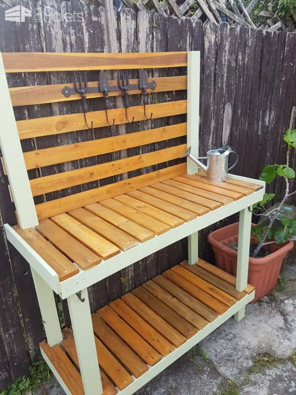 This Painted Pallet Potting Bench is another amazing Pallet Ideas Oct 2017 project.