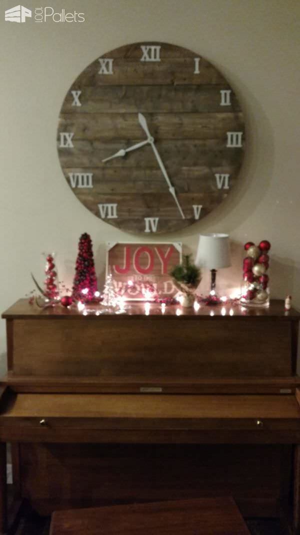 Make a Pallet Farmhouse Clock - it goes with almost any decor!