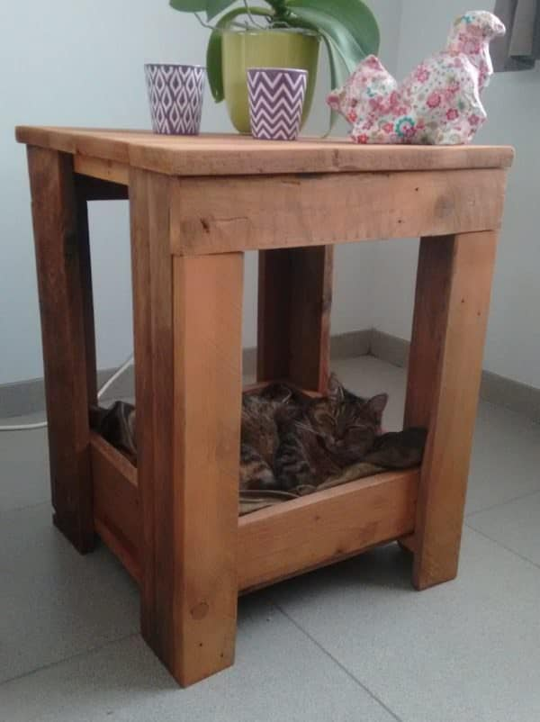 Pallet Side Table Has Snuggly Kitty Bed Built-in! Animal Pallet Houses & Pallet Supplies Pallet Desks & Pallet Tables