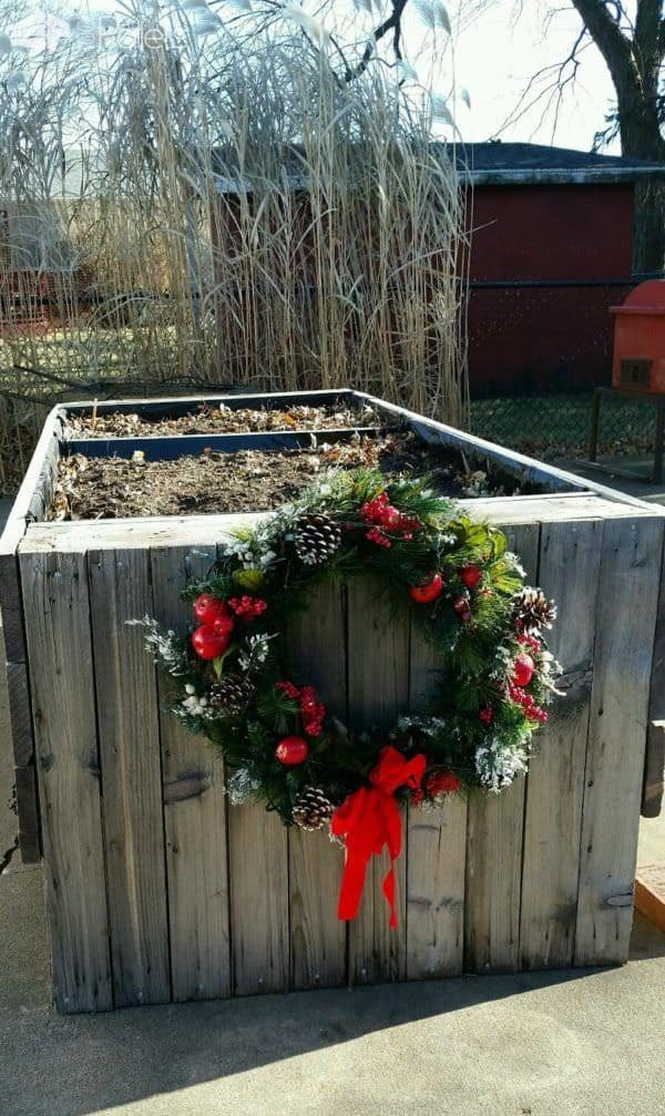 We added a little holiday cheer to the Pallet Wood Garden Planter with a pretty Christmas wreath.