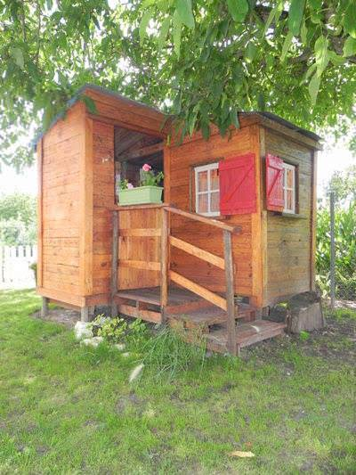 Who wouldn't want an outdoor DIY Pallet Furniture like this awesome kid's playhouse...or is it a man cave, she-shed, gardening shed, hobby room or....?