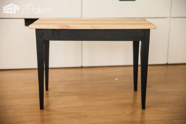 Get retro style cheaply when you make your own Chic Pallet Side Table!
