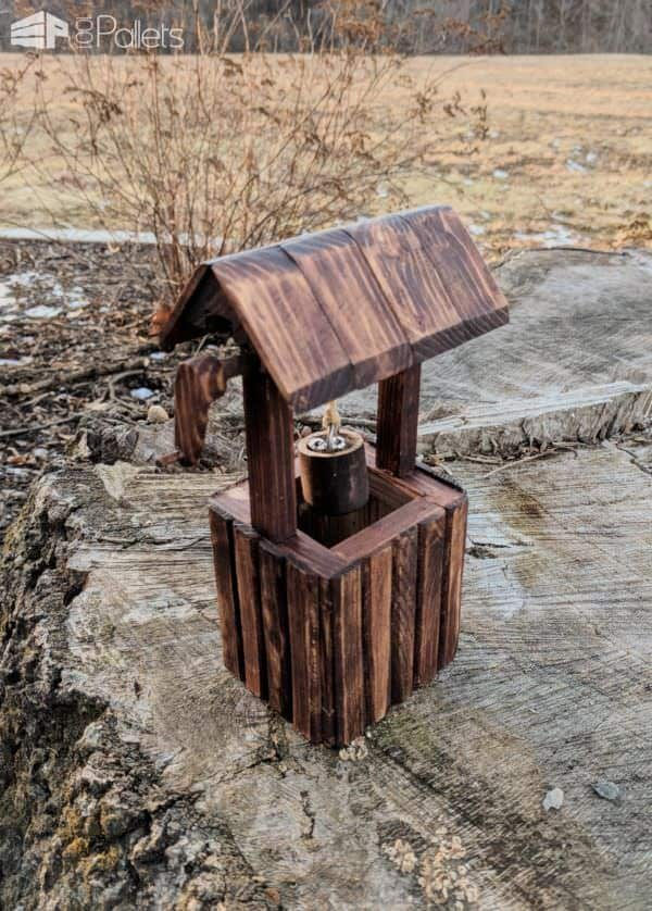 Miniature Pallet Wishing Well Is Perfect for Gnome Yard! DIY Pallet Home Décor Ideas