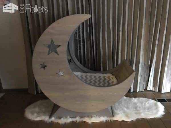 The finished Pallet Half-moon Cradle looks great, even without any lighting.
