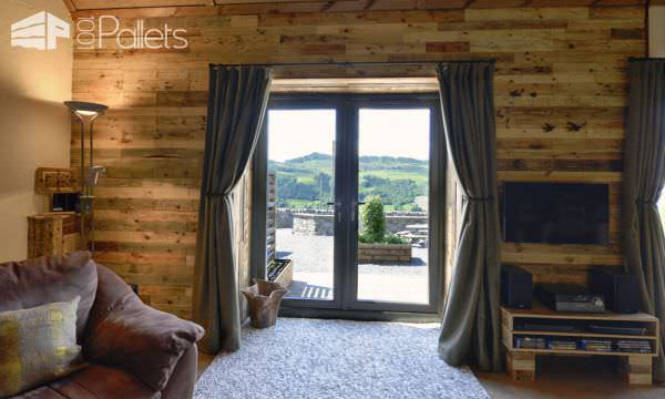 Holiday Home Decorating Ideas enlarge Unbelievable Pallet Wood Holiday Cottage Will Inspire You Diy Pallet Home Dcor Ideas