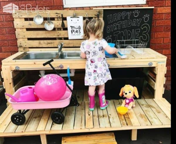 This Pallet Kid's Kitchen features a deck so that the sink can be at adult height too.