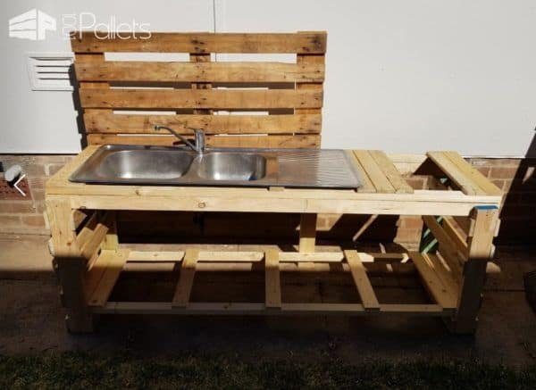 This project would be ideal for a potting table too. You could water the plants and wash off at the Pallet Kid's Kitchen.