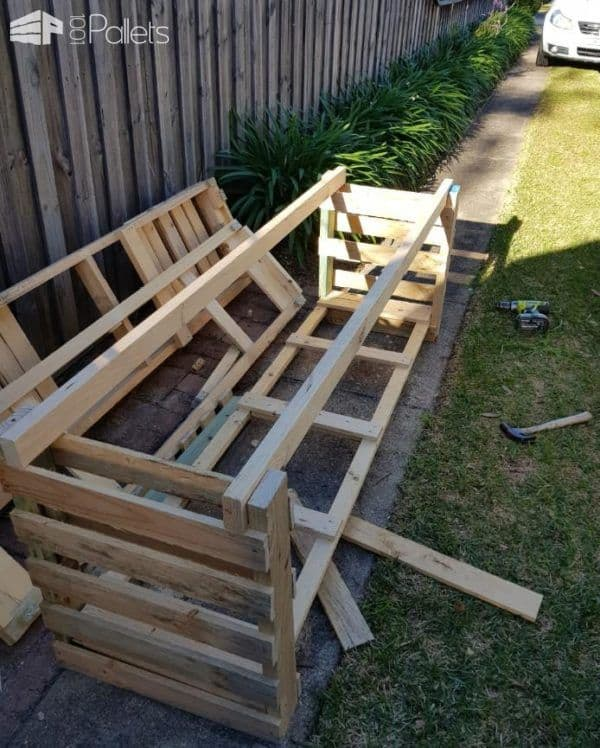 Here's the frame for the Pallet Kid's Kitchen using pallets as the end pieces.