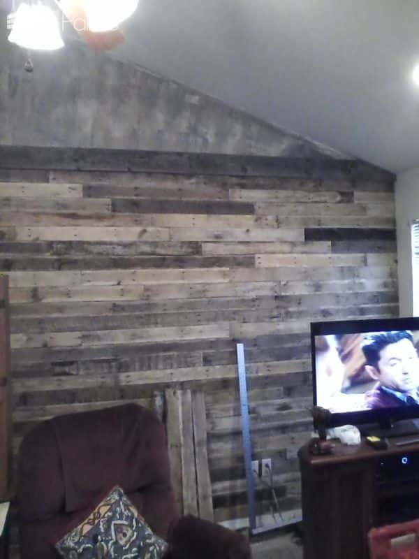 I added trim between the lower and upper sections of the Pallet Wall.