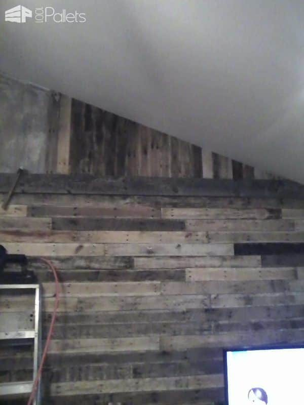 The upper section of wood was installed vertically to resemble an old barn. Pretty nifty for a Pallet Wall.