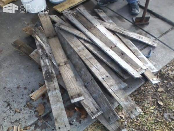 Turn old pallets into a Pallet Wastebasket.