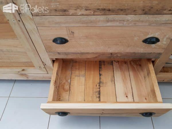 The 5-pallet Rustic Buffet has drawers made of pallet wood too.