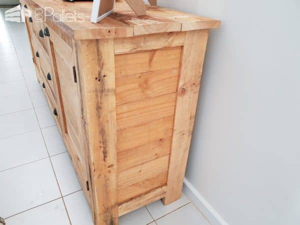 The side view of the 5-pallet Rustic Buffet.