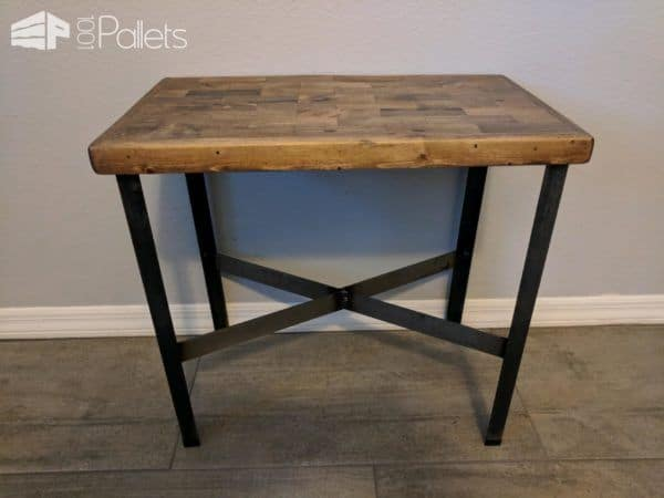 My completed Pallet Strips End Table.