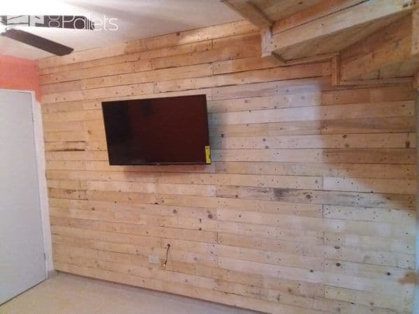 The completed Pallet Focal Wall.