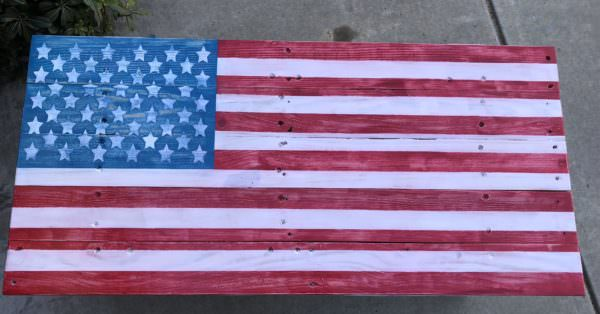 A view of the top of the Patriotic Pallet Bench.