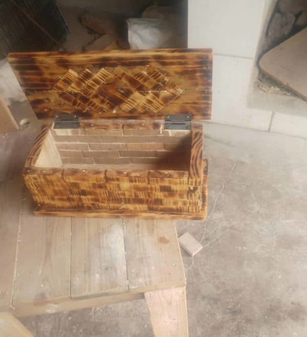 I recessed the hinges of the Pallet Jewelry Box and left the inside natural, but woodburned the inside of the top.