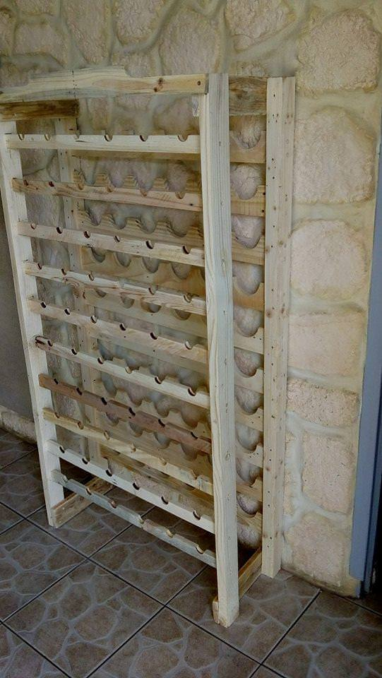 stately wine rack using pallet wood porte bouteilles en palettes 1001 pallets. Black Bedroom Furniture Sets. Home Design Ideas