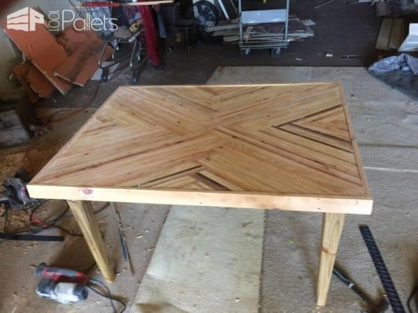 Create This Stripped Kitchen Table With Pallet Scraps! Pallet Desks & Pallet Tables