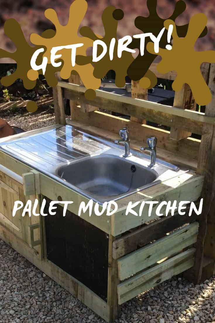 You CAN muck this up! Build a Kid\'s Pallet Mud Kitchen! Upcycle a 2nd-hand sink or basin, add a towel rack, a chalk paint recipe board & have fun! This project has storage for those pots and pans too. #diykidspalletprojects #palletfun #kids #mudkitchen #woodworking #pallets #palletwood
