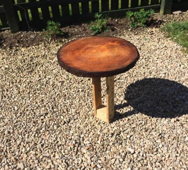 Wood Slice Pallet Table Will Leave Them Envious! Pallet Desks & Pallet Tables