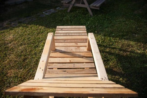 garden pallet couch transat en palettes 1001 pallets. Black Bedroom Furniture Sets. Home Design Ideas