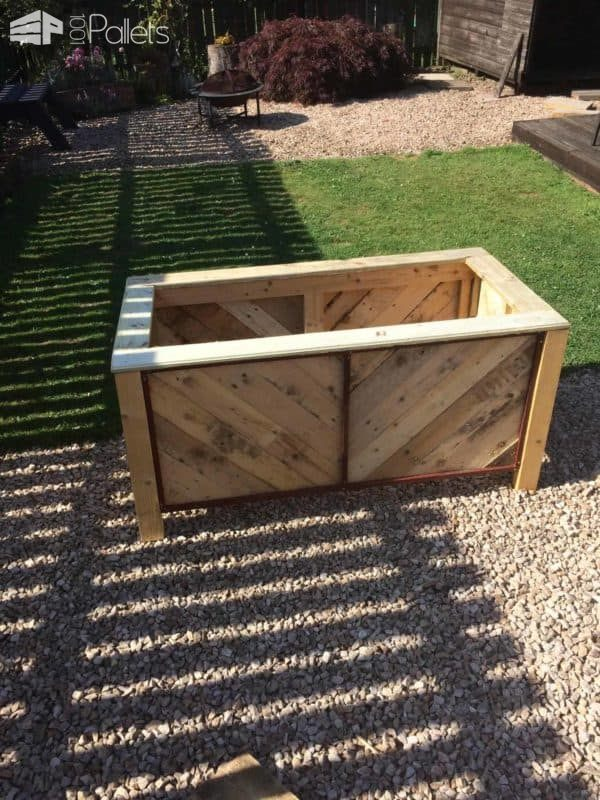 Herringbone Style Pallet Planter for Courtyard or Patio Pallet Planters & Compost Bins