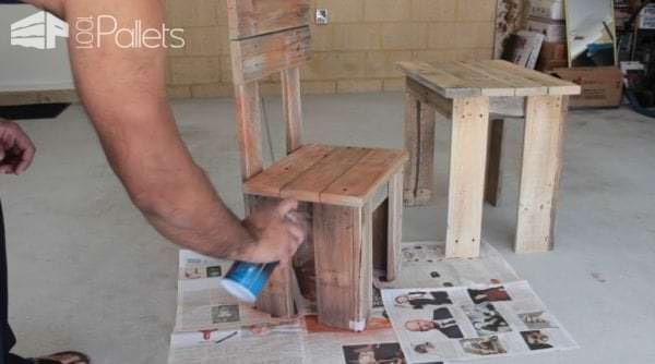 Diy: Pallet Kids Table & Chair DIY Pallet Tutorials Fun Pallet Crafts for Kids Pallet Benches, Pallet Chairs & Stools