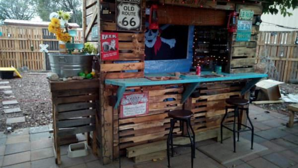 Outdoor Pallet Pirate Bar Pallet Bars