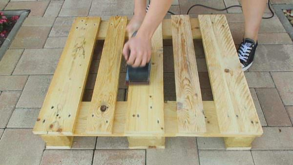 Diy: Pallet Coffee Table DIY Pallet Tutorials DIY Pallet Video Tutorials Pallet Coffee Tables