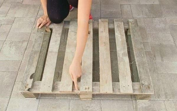 Diy: Pallet Pet Bed Animal Pallet Houses & Pallet Supplies DIY Pallet Tutorials DIY Pallet Video Tutorials