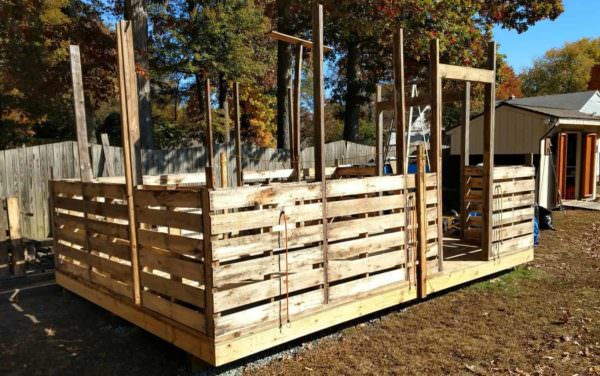 Workshop/Shed Using Pallet Wood and Other Recycled Lumber Pallet Sheds, Cabins, Huts & Playhouses
