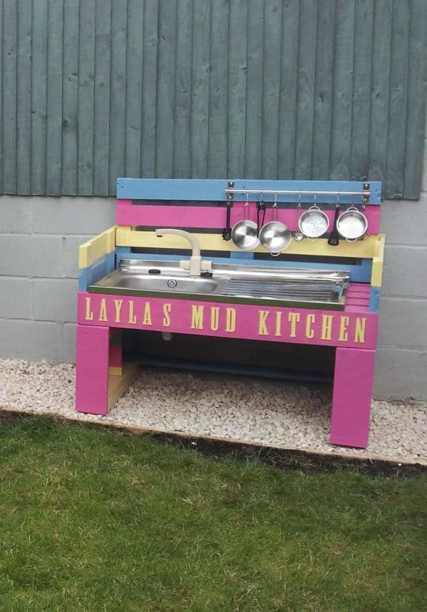 Mud Kitchen For My Granddaughter Fun Pallet Crafts for Kids Pallet Sheds, Cabins, Huts & Playhouses