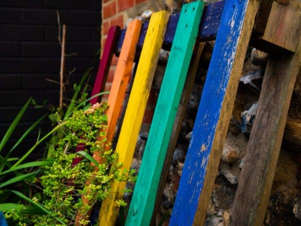 How to Decorate Your Outdoor Pool Area Using Pallets Pallets in the Garden