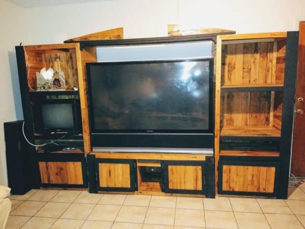 Oak Pallet Entertainment Center Pallet TV Stands & Racks