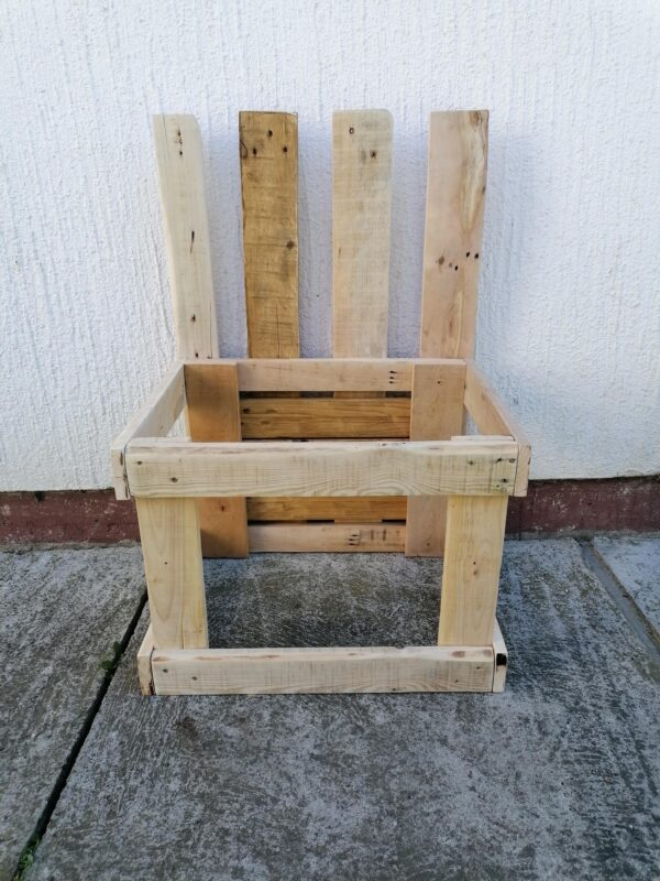 Children's Kitchen & Chair From Ordinary Pallets Fun Pallet Crafts for Kids Pallet Benches, Pallet Chairs & Stools