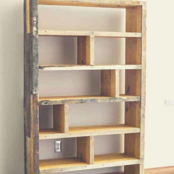 1001pallets.com-2-bookshelf-ideas-with-pallet-for-your-dorm-2