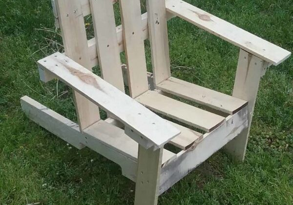 1001pallets.com-2-hour-easy-pallet-outdoor-chair-03