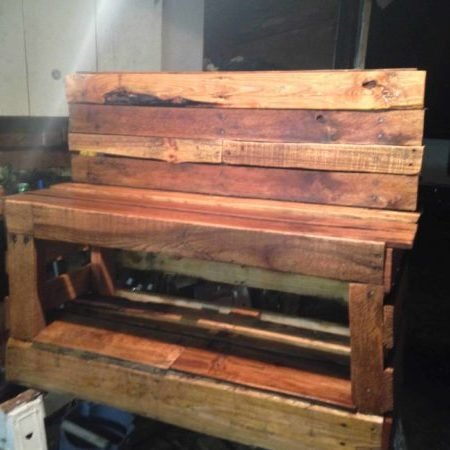 1001pallets.com-a-pallet-shoe-changing-storage-bench