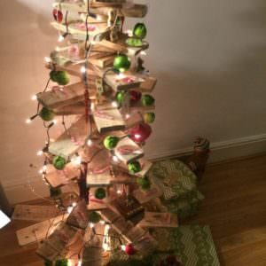 1001pallets.com-abstractmodern-scandinavian-christmas-tree-from-pallet-offcuts-02