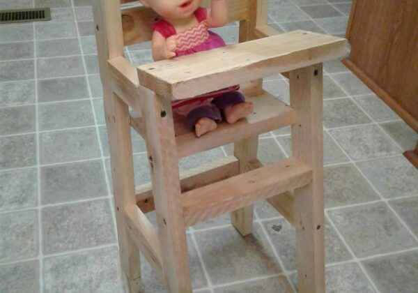 1001pallets.com-baby-doll-pallet-highchair-06