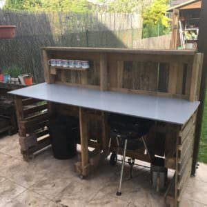 1001pallets.com-backyard-pallet-garden-bar-will-get-parties-started-02
