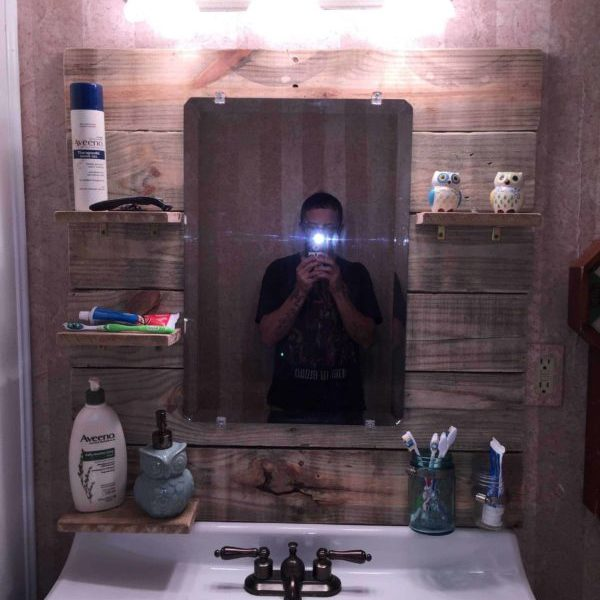 1001pallets.com-bathroom-mirror-project