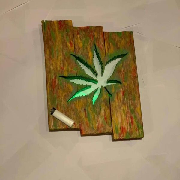 1001pallets.com-cannabis-leaf-pallet-wall-decor-2