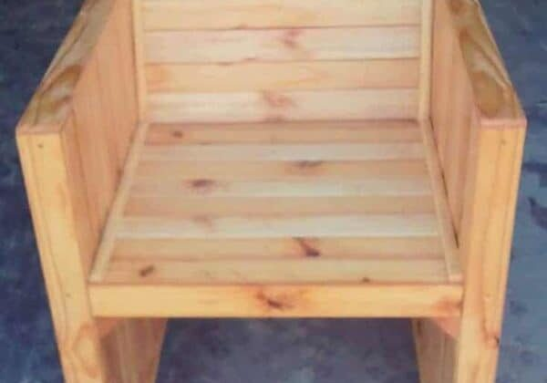 1001pallets.com-chair-from-reclaimed-wood-pallets-02