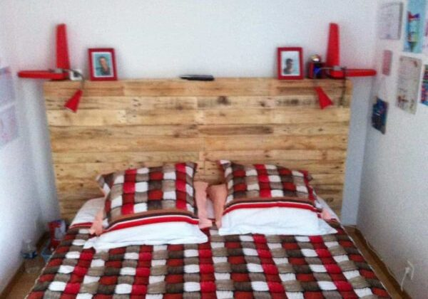 1001pallets.com-headboard-made-with-several-pallets3