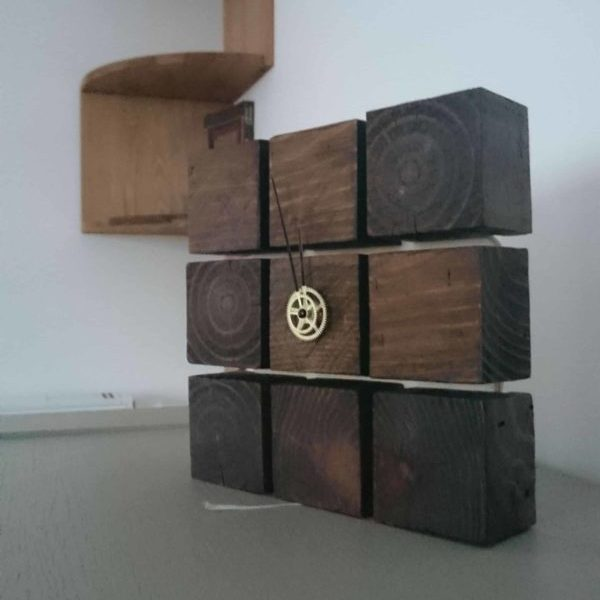 1001pallets.com-clock-from-pallet-blocks