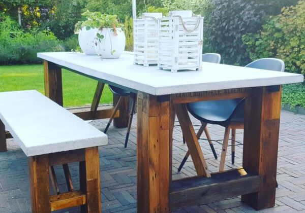 1001pallets.com-outdoor-table-of-pallets-andere-concrete