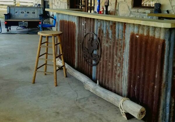 1001pallets.com-country-western-saloon-bar-for-a-backyard