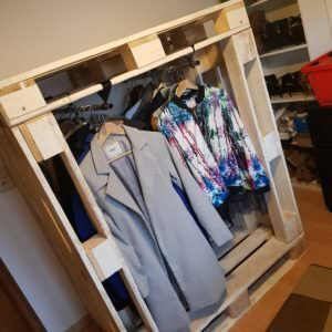 1001pallets.com-create-more-storage-with-this-pallet-wardrobe-04